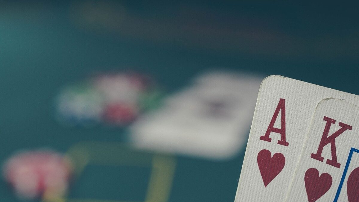 Texas Hold Em Poker Lesson – How To Retire With Lawful Poker Winnings