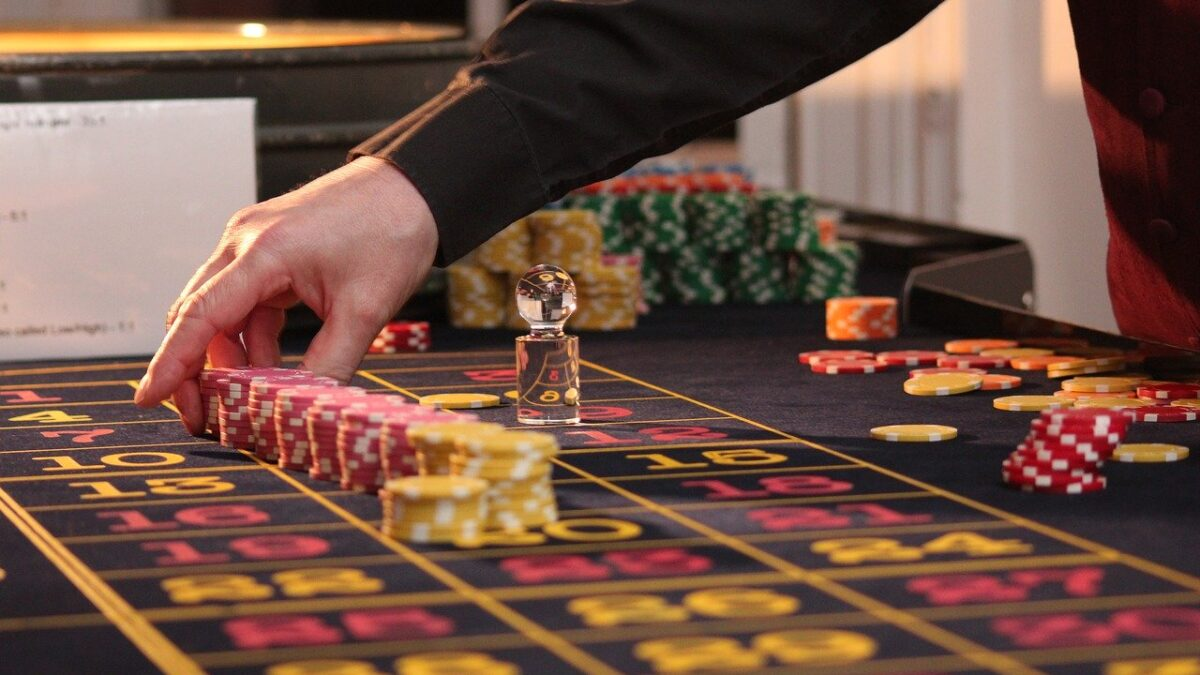 Online Roulette Strategies For Gambling Enthusiasts